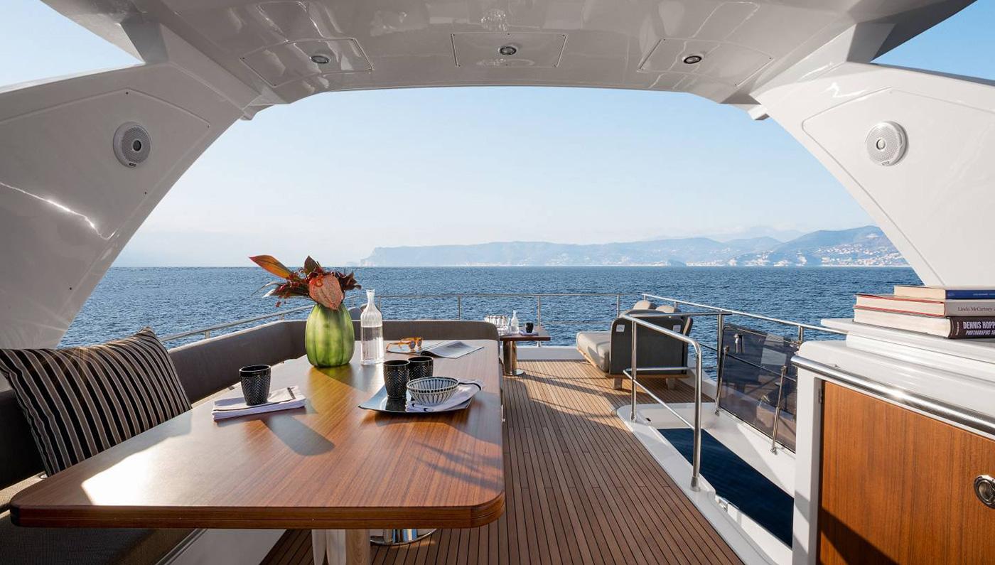 Azimut 66 Yacht