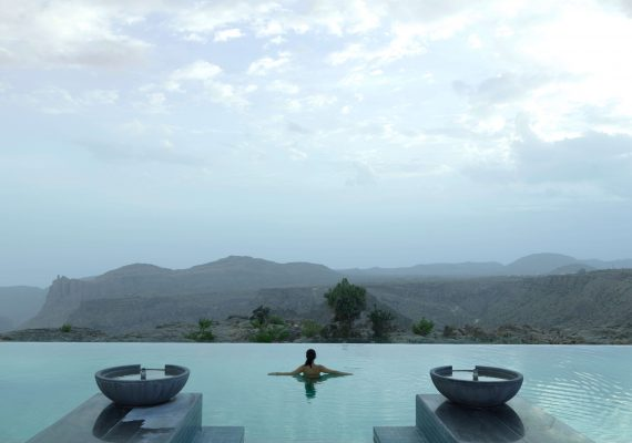 Anantara_Al_Jabal_Al_Akhdar_Resort_Pool_View_Infinity_Pool_Lady_Swimming (2)-2